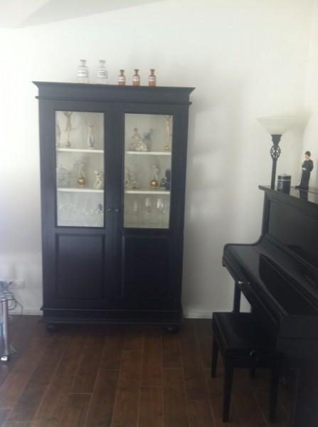nina vitrinenschrank schwarz vintage m bel schr nke. Black Bedroom Furniture Sets. Home Design Ideas